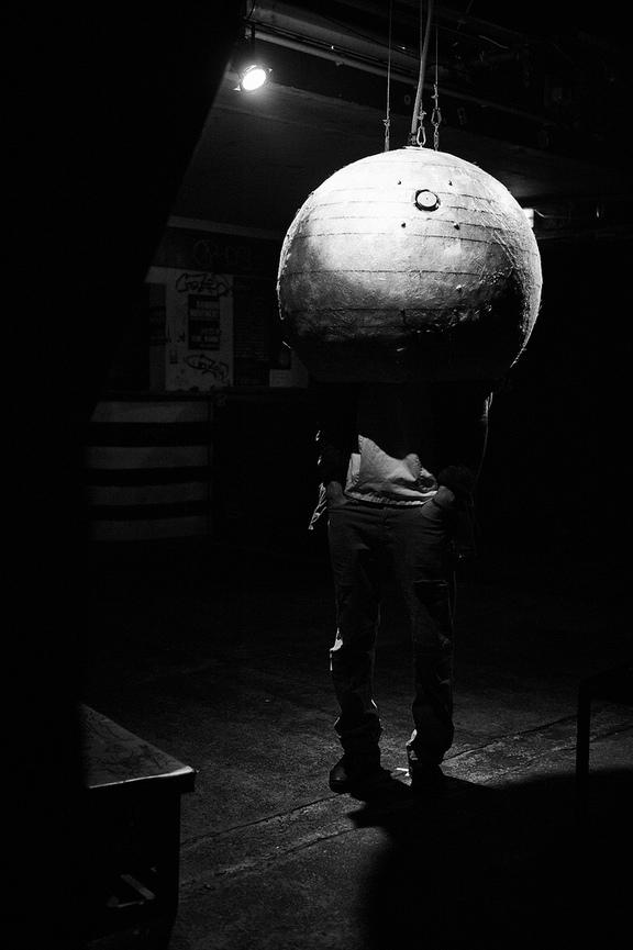 MOE Schaukasten X: Sixtus Preiss - Soundball (Von Außen Nach Innen – Von Innen Nach Außen)