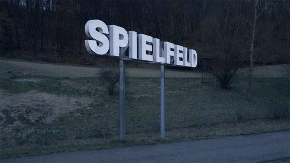 Filmstill: SPIELFELD, Kristina Schranz, DE 2017