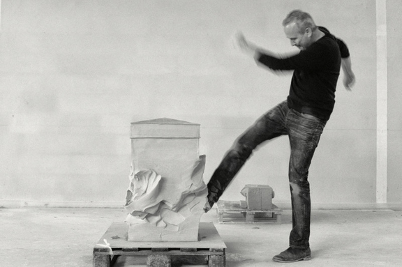 Erwin Wurm - Performative Skulpturen