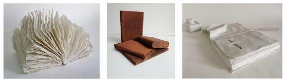 Links: Beatrix Mapalagama, Weißes Wuschelbuch, 2012, 25 x 40 cm; Mitte: Gert Linke, Bücher 2017, 30 x 30 x 27 cm (C) Bildrecht, Wien, 2018; Rechts: Szilvia Ortlieb, FROZEN ACTION, 2013-17, diverse Größen