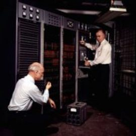 Das Ohr aus Illinois – Kybernetische Maschinen als lebhafte Artefakte