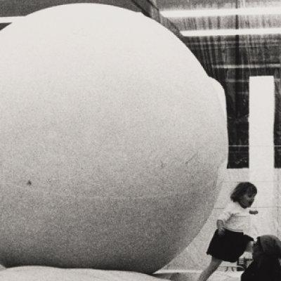 "Cora Pongracz, Ansicht der Ausstellung ""Live"" im sogenannten 20er Haus, 1970, mumok – Museum moderner Kunst Stiftung Ludwig Wien, © Nachlass Cora Pongracz, Fotosammlung OstLicht, Wien"