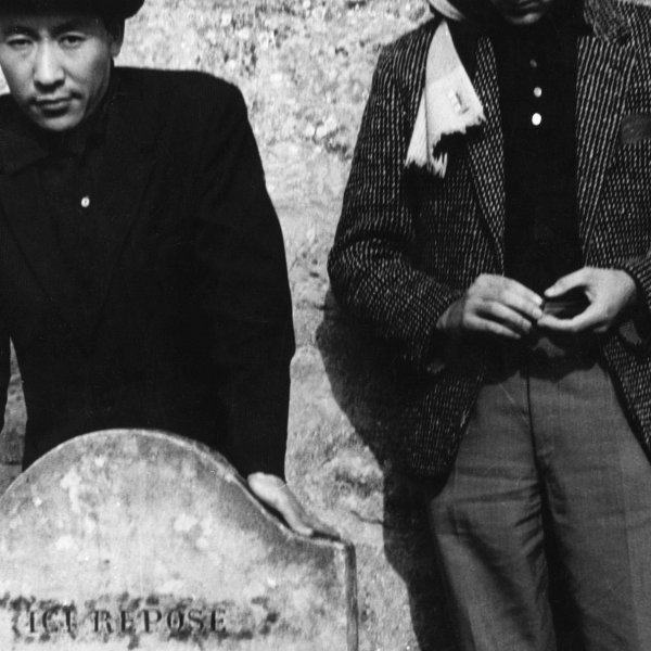 Adolf Frohner mit Park Seo Bo am Grab von Vincent van Gogh, Auvers-sur-Oise, 1961