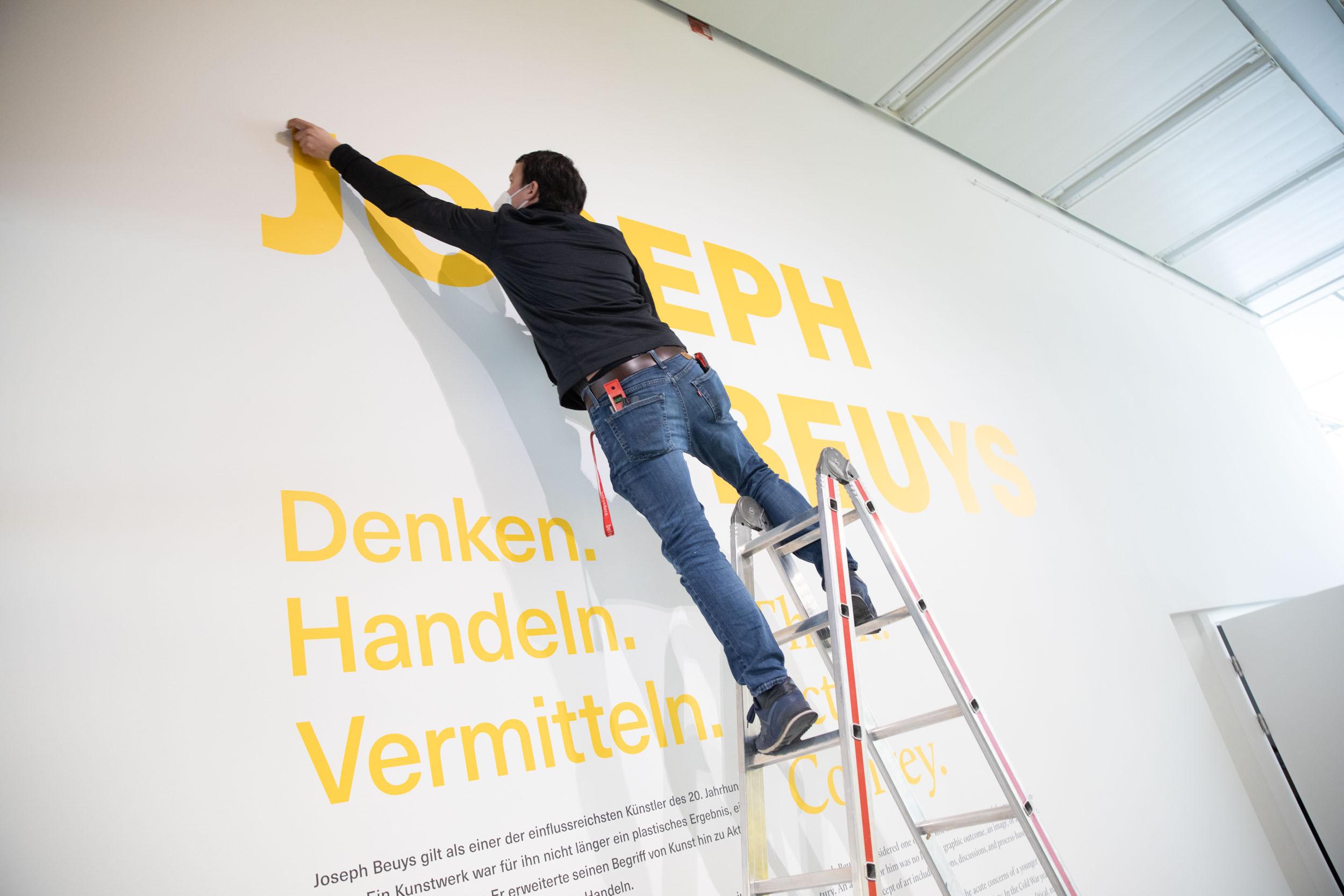 eSeL Foto: Joseph Beuys - Denken. Handeln. Vermitteln (Belvedere21, 4.3. - 13.6.2021)