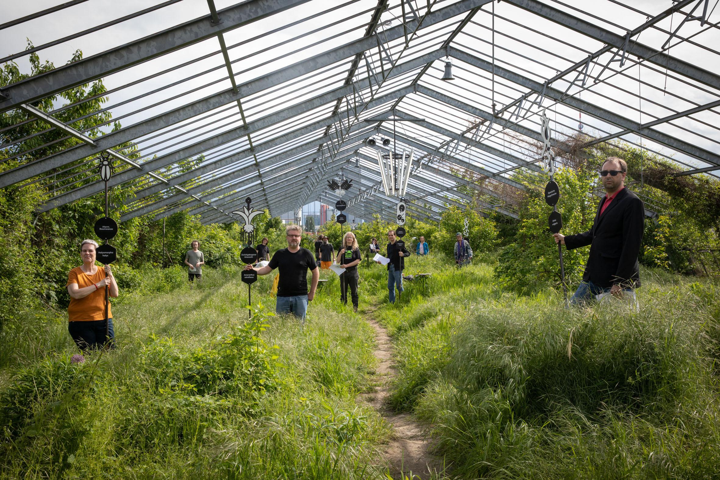 foto.esel.at: Club Real - Jenseits der Natur: Zweite Sitzung des Gartenparlaments (brut & KOER, 11.5.2019, Gewächshaus im Floridsdorfer Donaufeld, Nordmanngasse 60)