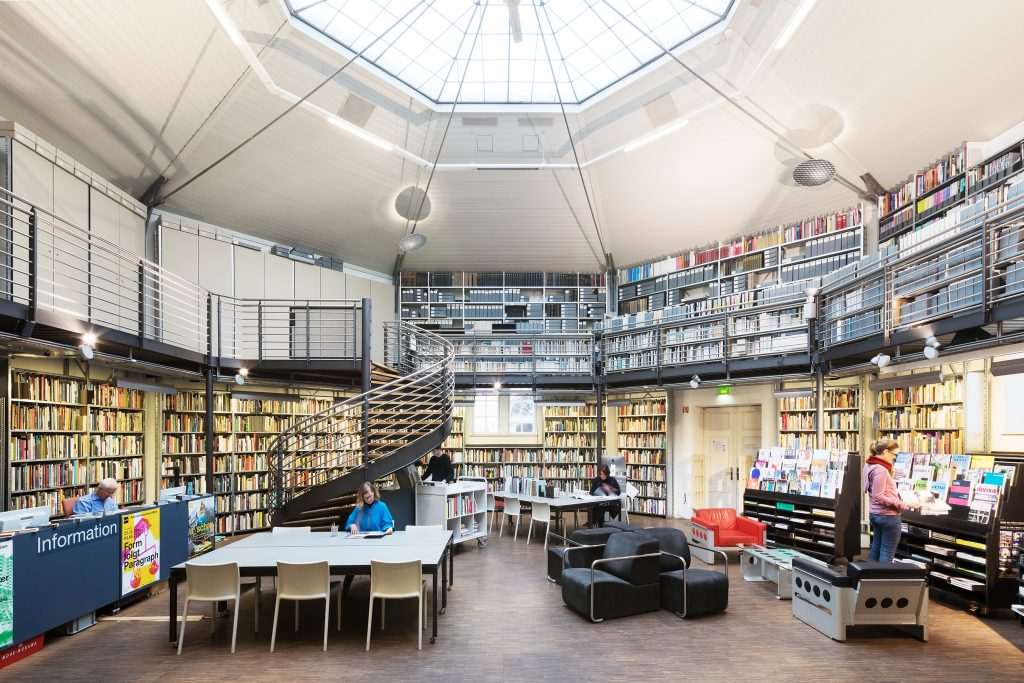Az W Bibliothek © Architekturzentrum Wien, Foto: Lisa Rastl