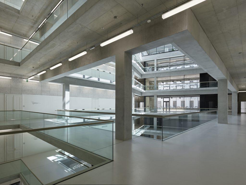 Riepl Kaufmann Bammer Architektur: University of Applied Arts Vienna, AT, 2018, Atrium Gangbereich © photograph: Bruno Klomfar