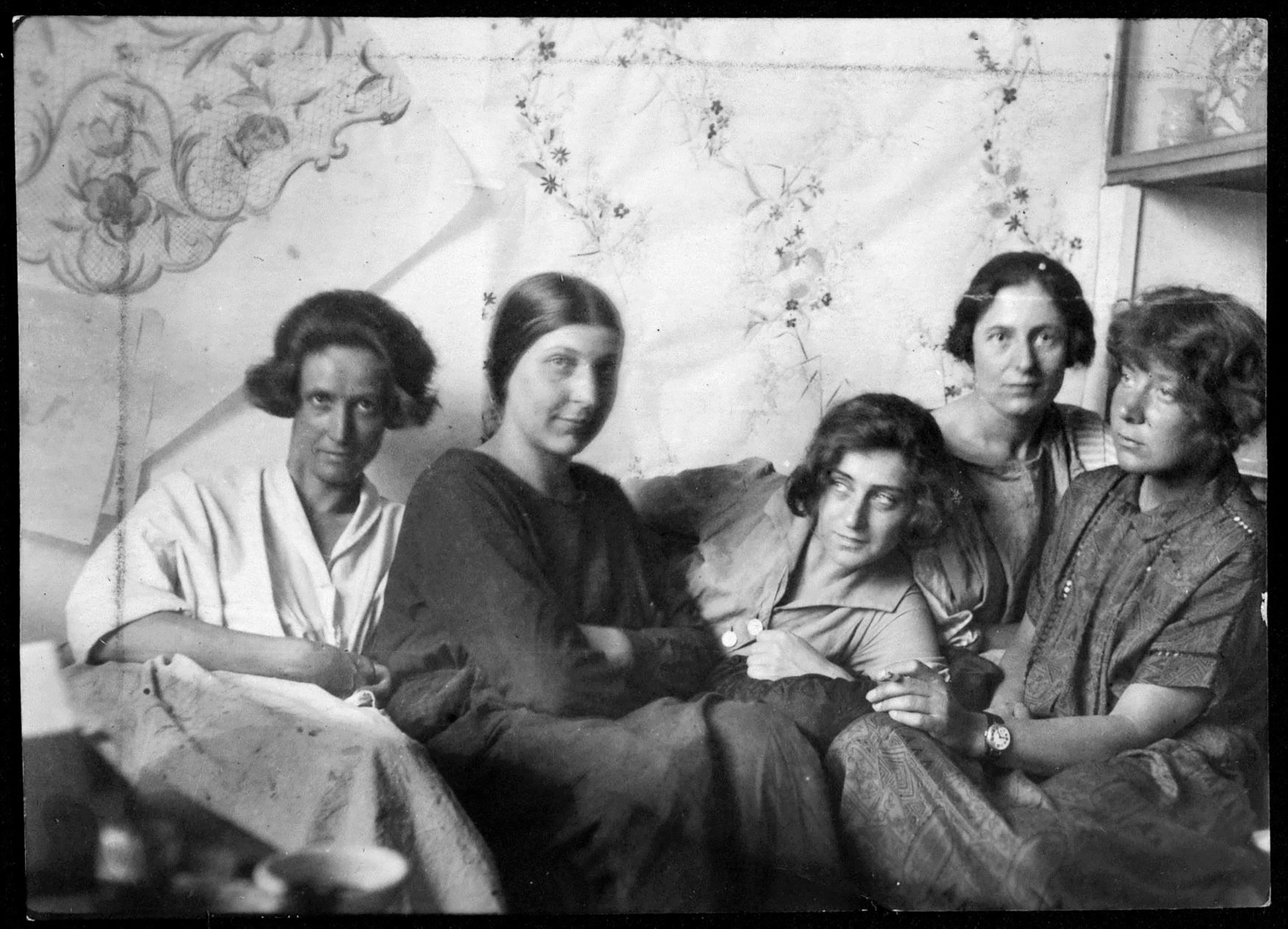 Charlotte Billwiller, Mathilde Flögl, Susi Singer, Marianne Leisching und Maria Likarz, Fotografie, 1924 © MAK