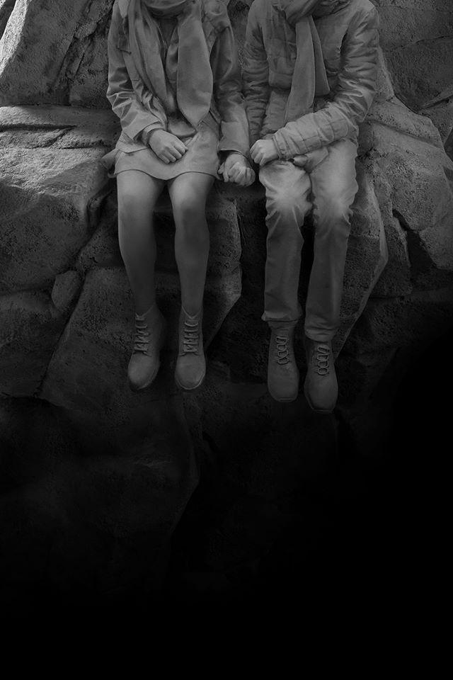 Hans Op de Beeck,The Cliff, 2019 Installation mit lebensgroßen menschlichen Figuren und Naturlandschaft © Studio Hans Op de Beeck