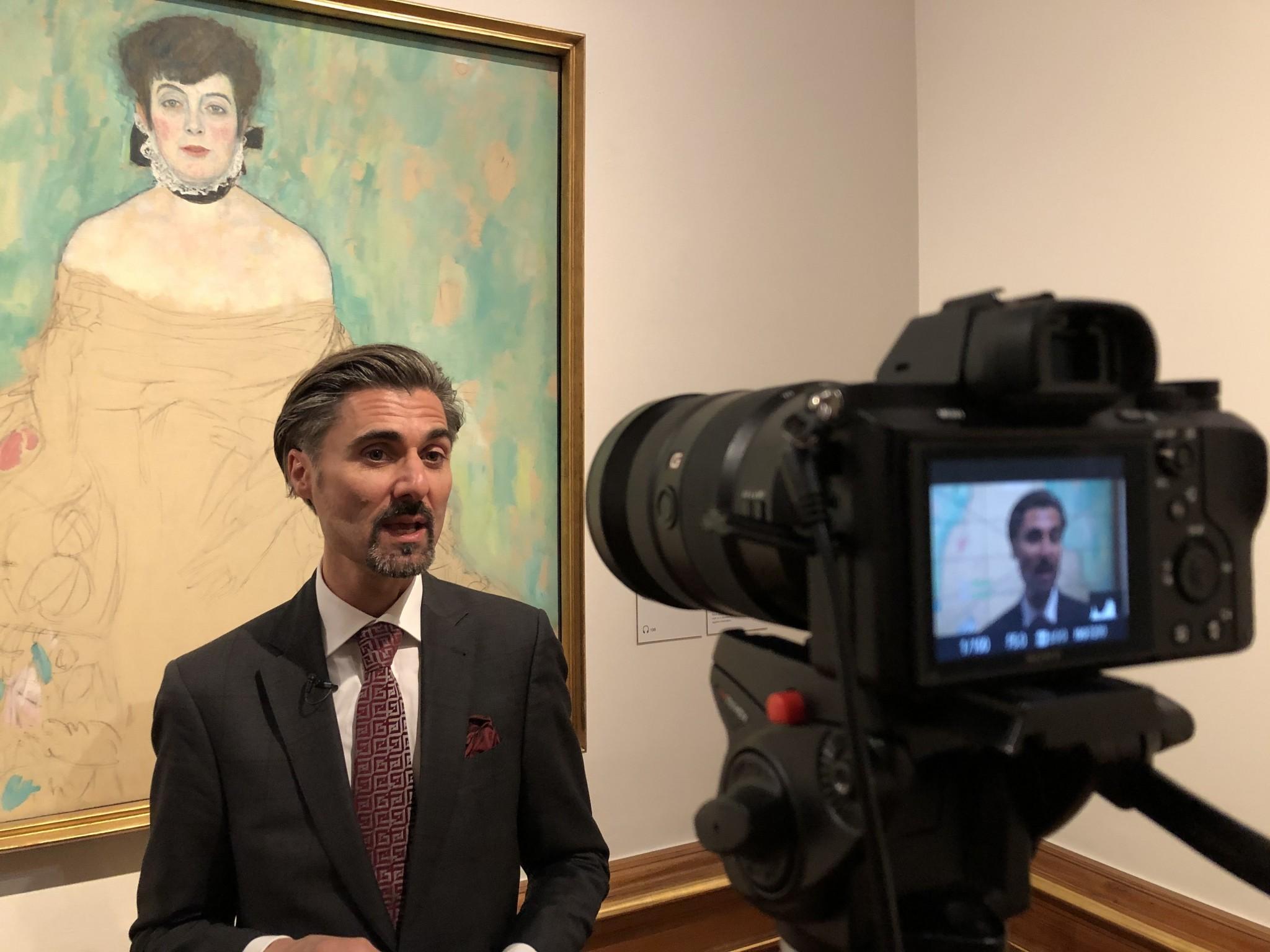 Kunstvermittler Markus Hübl in der Schausammlung im Oberen Belvedere Foto: Florian Waitzbauer / Belvedere, Wien