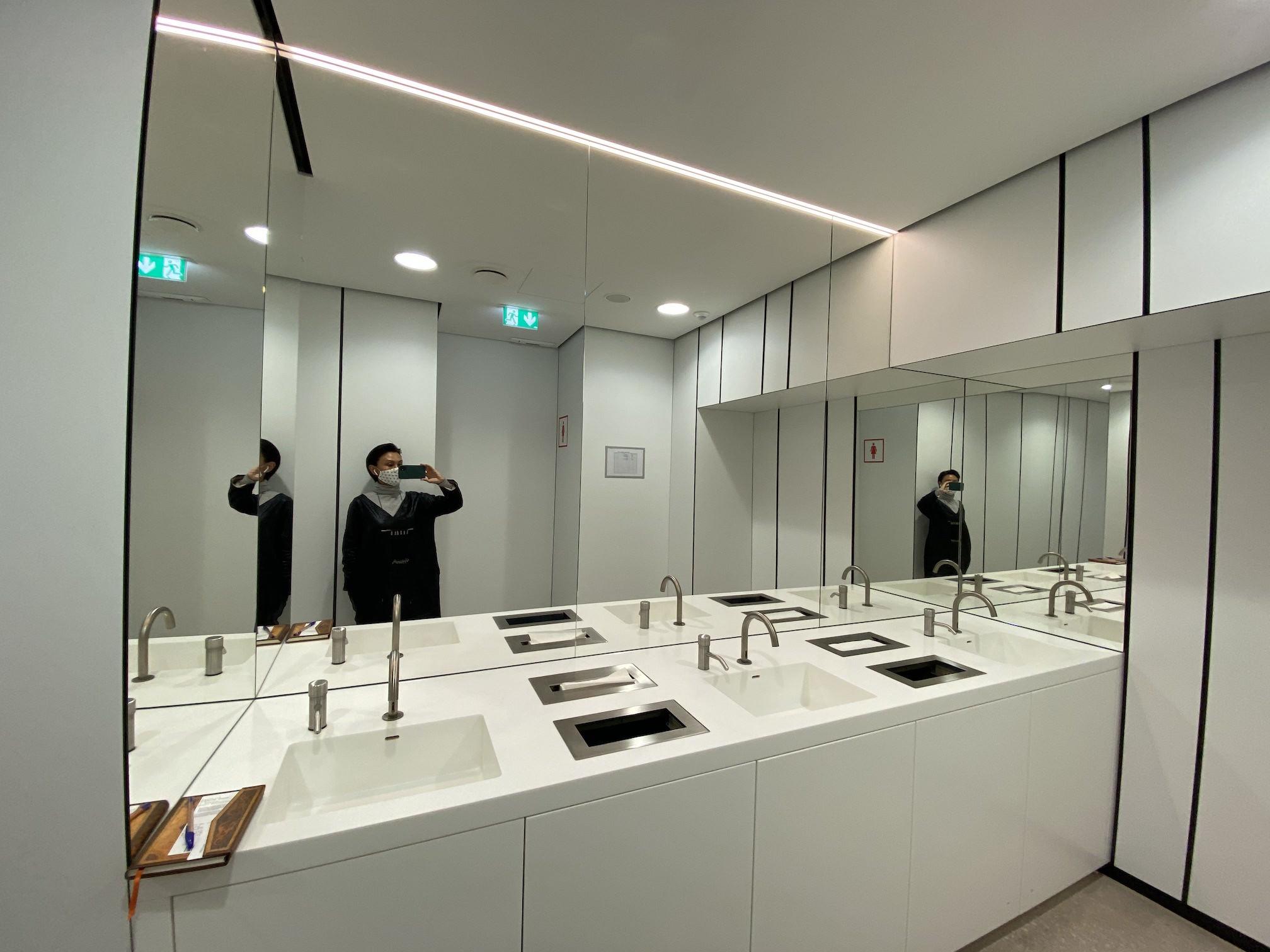 Albertina modern Toilette